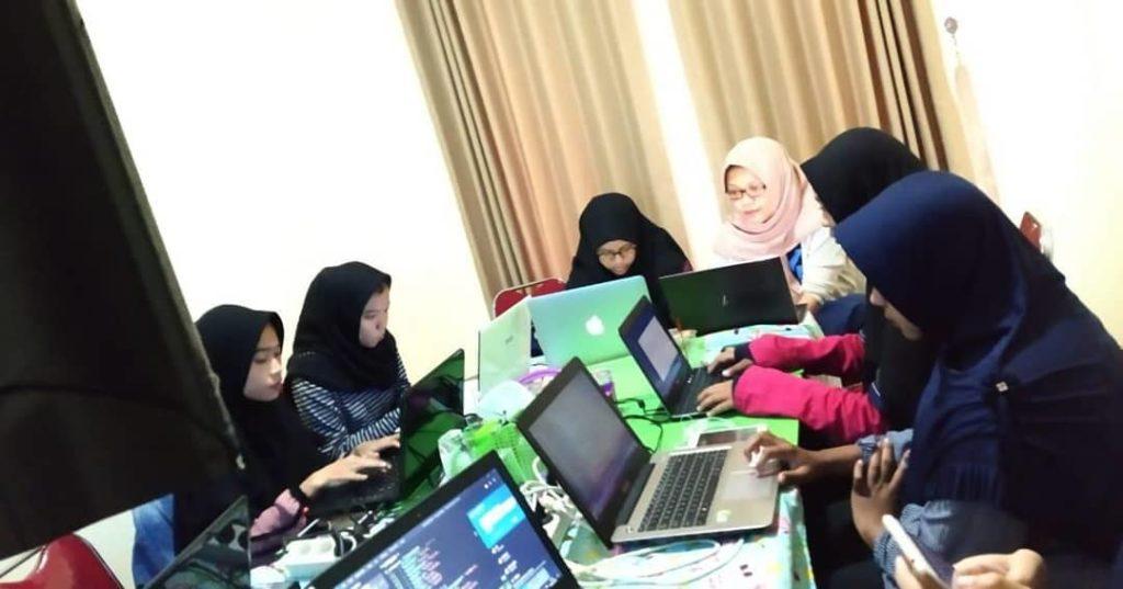 68980316_3030200443718780_7608507481415705395_n-1024x537 Coding Talk #22 Web dengan Angular